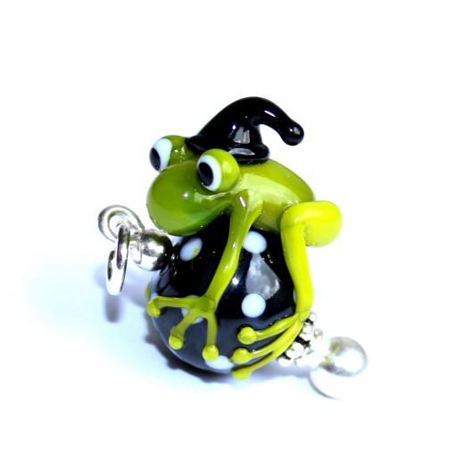 Kettenanhänger Zauberfrosch aus Muranoglas auf einer getupften, schwarz-weißen Glaskugel; Frosch, Zauberer
