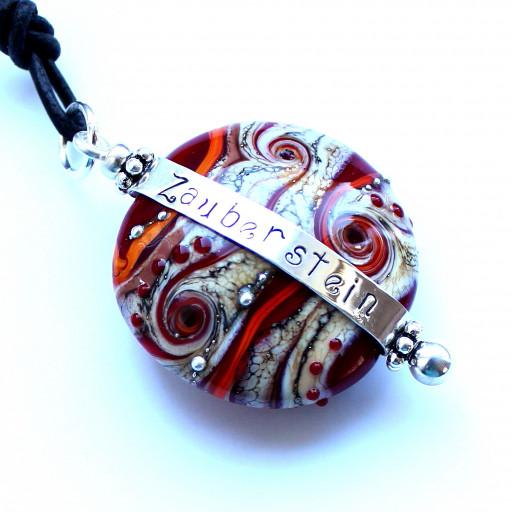 Glastaler aus Muranoglas mit handgefertigtem und handgestempeltem Spruchband aus Sterlingsilber