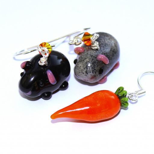 Ohrringtrio aus zwei Meerschweinchen und einer Karotte aus Muranoglas und Sterlingsilber