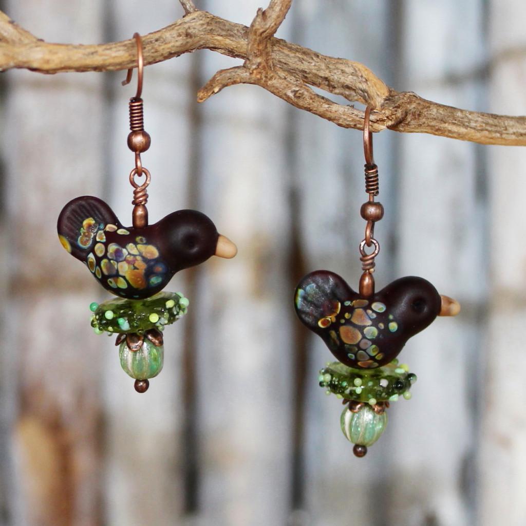 Lustige Ohrringe mit Vögeln aus Muranoglas und Kupferelementen